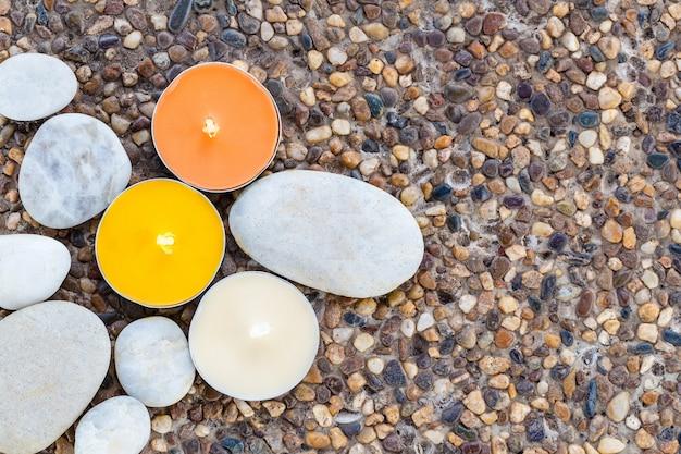 Vela aromática e pedra Foto Premium