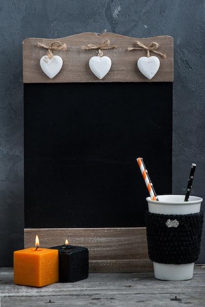 Velas, abóbora e decoração de casa de outono Foto Premium