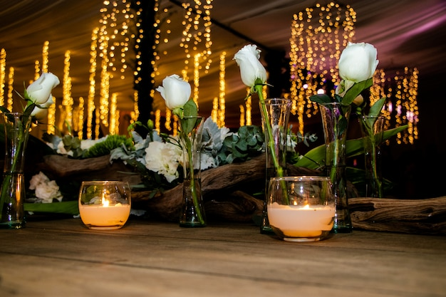 Velas e rosas Foto Premium