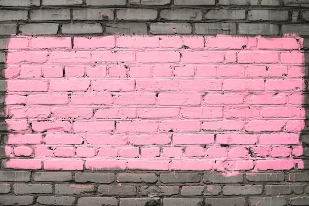 Velha parede de tijolos sujos, pintada de rosa Foto Premium