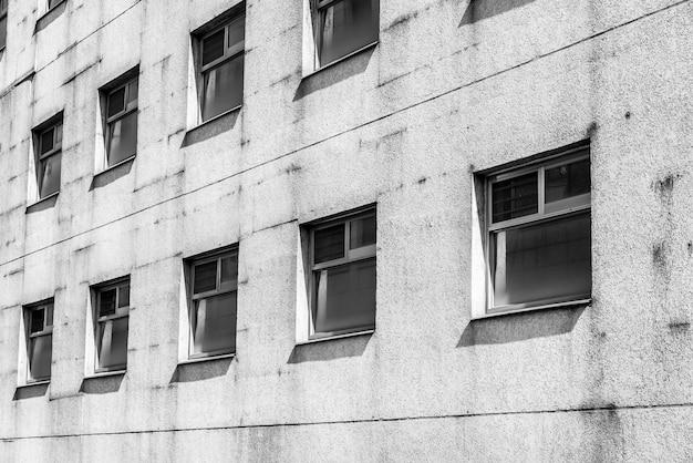 Velho padrão de janela preto e branco Foto gratuita