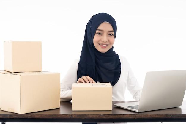 Venda de comerciante on-line muçulmana Foto Premium