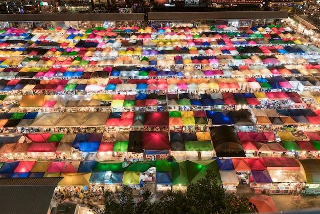 Vendas coloridas de mercado de segunda mão em bangkok Foto Premium