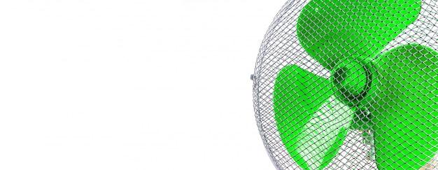 Ventilador de ar de trabalho em uma superfície branca Foto Premium