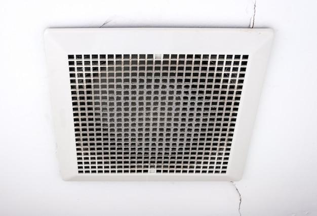 Ventilador de ventilação sujo Foto Premium