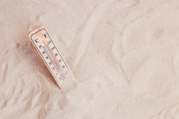 Verão, composição, areia, termômetro Foto gratuita