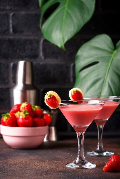 Verão doce morango cocktail alcoólico Foto Premium