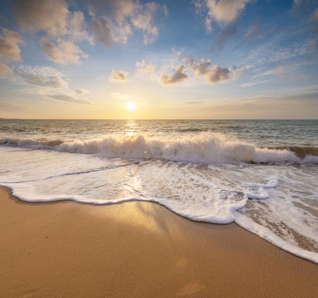 Verão na praia do mar. Foto Premium