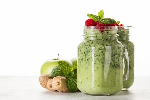 Verde, smoothie, morangos, vidro Foto gratuita