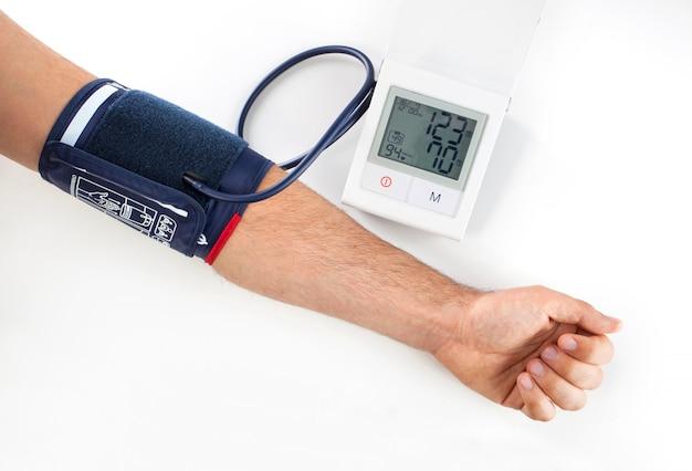 Verificando a pressão sanguínea Foto Premium