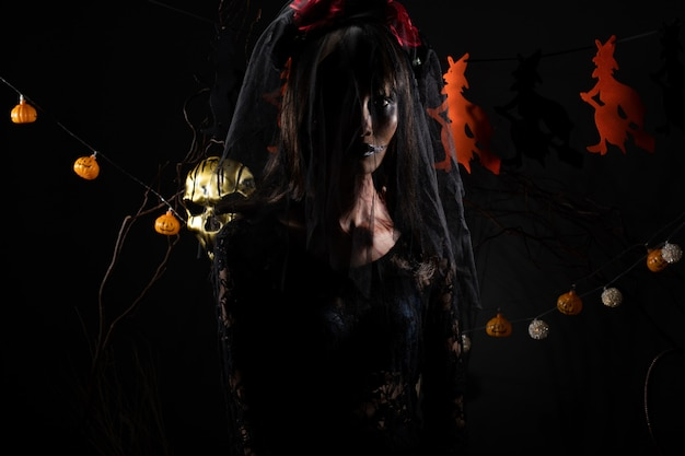 Véu de viúva negra ghost girl cover face ferida fresca Foto Premium