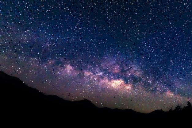 Via láctea e fundo do céu estrelado. Foto Premium