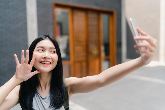 Viagem de mulher blogueiro asiáticos em pequim, china Foto gratuita
