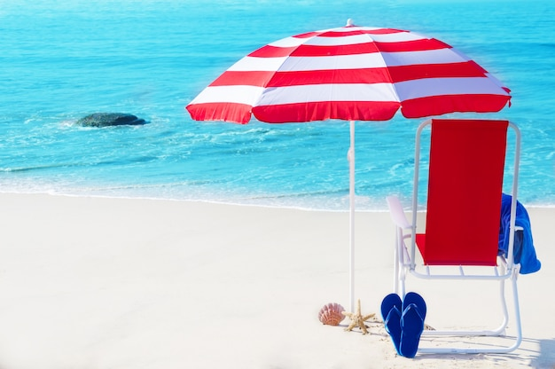 Viagens e turismo na praia Foto Premium
