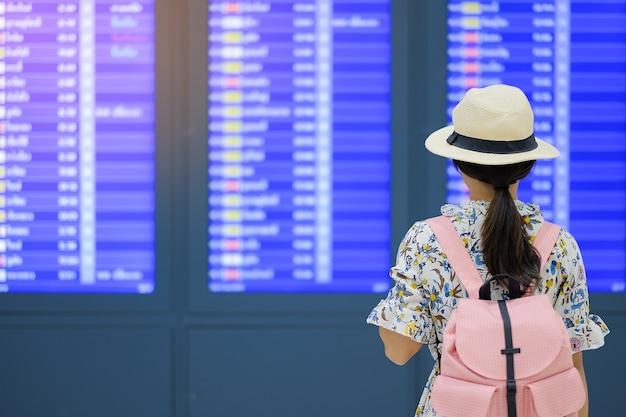 Viajante no aeroporto Foto Premium
