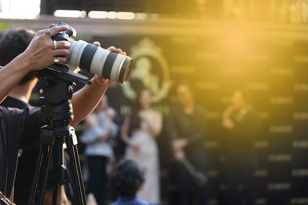 Vídeo dslr camera rede social de gravação ao vivo na sessão de entrevista do concurso Foto Premium