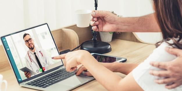 Vídeo on-line do serviço de telemedicina médico para bate-papo médico sobre saúde virtual do paciente Foto Premium