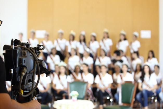 Vídeo vintage beta entrevista com registro de câmera do grupo miss pageant Foto Premium