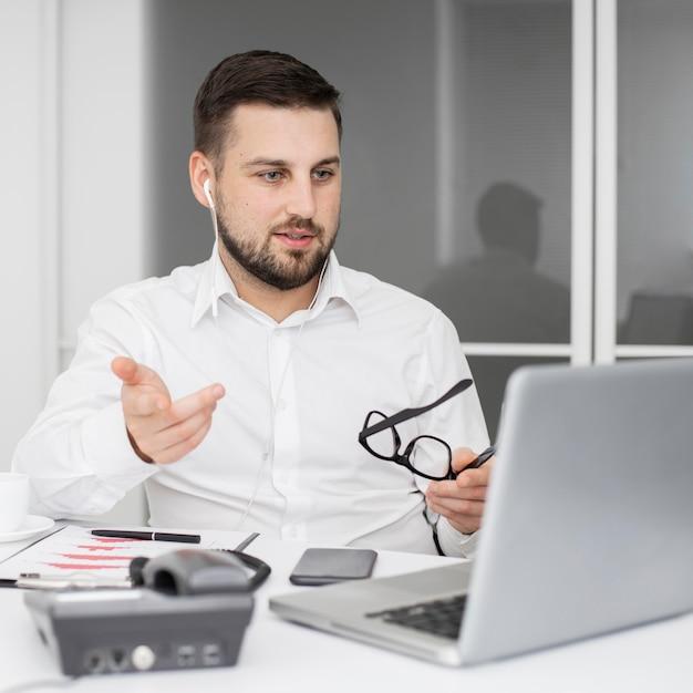Videoconferência para empresários Foto gratuita