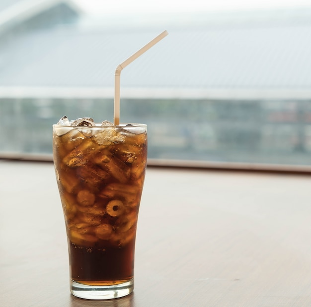 Vidro de cola de gelo Foto gratuita