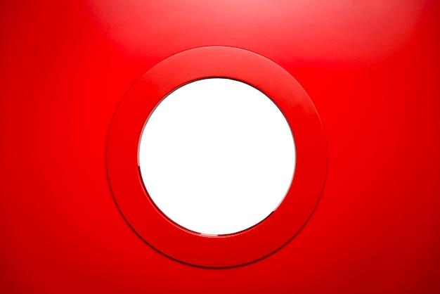 Vigia branca redonda na porta vermelha. Foto Premium
