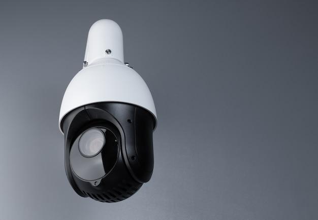 Vigilância por vídeo câmera cctv com espaço em cinza Foto Premium