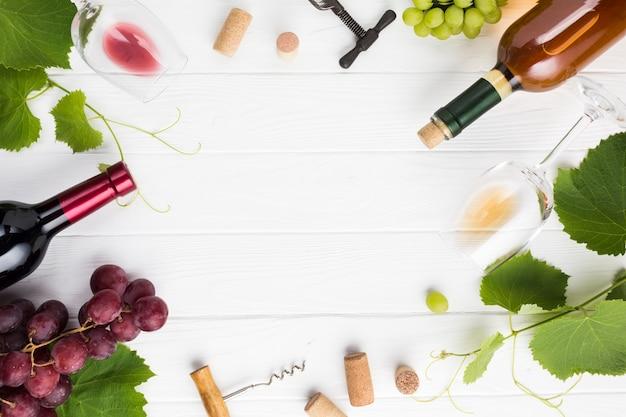 Vinho e acessórios como moldura Foto gratuita