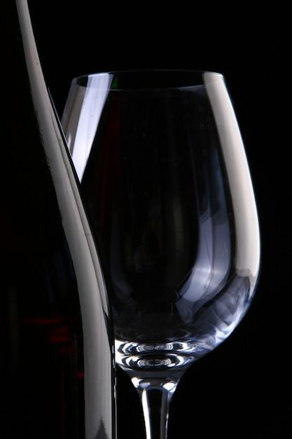 Vinho e taças Foto gratuita