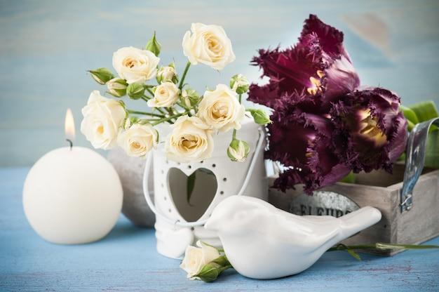Vintage ainda a vida. buquê de rosas brancas Foto Premium