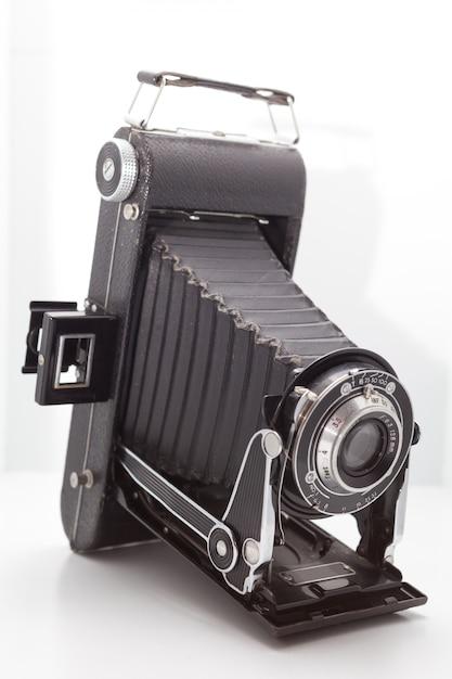 Vintage e câmera retro no estúdio Foto Premium