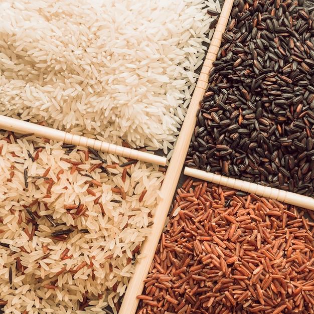 Visão aérea, de, quatro, diferente, tipos, de, orgânica, arroz, grãos Foto gratuita