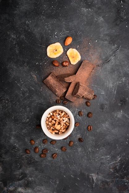 Visão aérea do arranjo de chocolate Foto gratuita