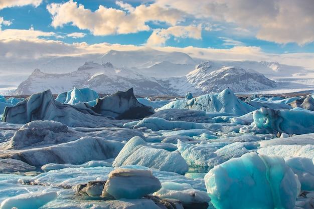 Visão cênica, de, icebergs, em, jokulsarlon, geleira, lagoa Foto Premium
