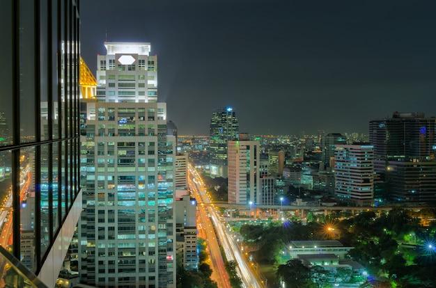 Visão noturna de bangkok Foto Premium