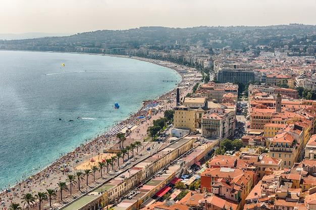 Vista aérea da beira-mar em nice, cote d'azur, frança Foto Premium