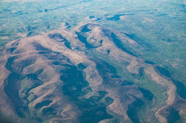 Vista aérea das montanhas negras, gales do sul, reino unido Foto gratuita