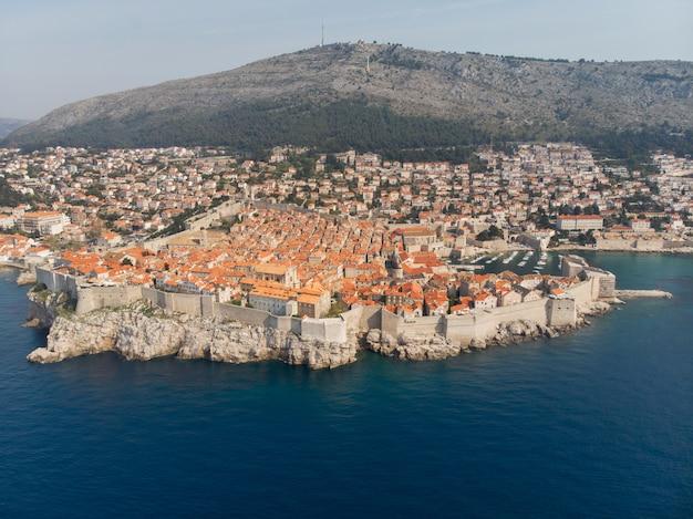 Vista aérea, de, a, cidade velha, de, dubrovnik, croácia Foto Premium