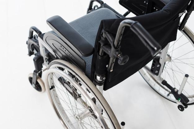 Vista aérea, de, cadeira rodas, branco, chão Foto gratuita