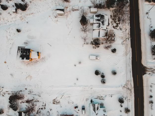 Vista aérea de casas no inverno Foto gratuita