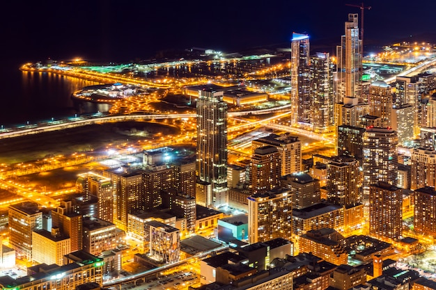 Vista aérea, de, chicago, skylines, noturna Foto Premium