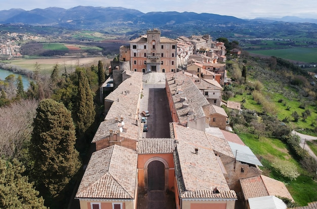 Vista aérea, de, filacciano, com, del, drago, castelo, perto, roma, itália Foto Premium