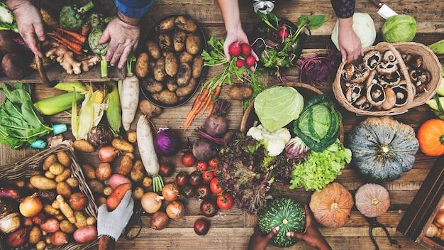 Vista aérea, de, fresco, orgânica, vário, vegetal, ligado, tabela madeira Foto Premium