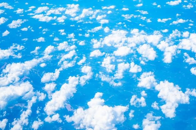 Vista aérea, de, nuvem branca, e, céu azul Foto gratuita