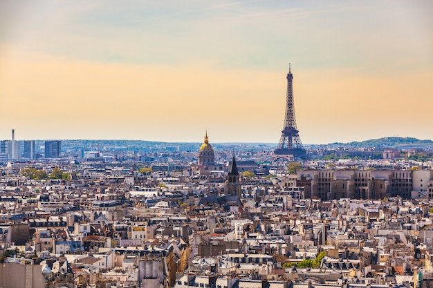 Vista aérea, de, paris, com, torre eiffel Foto Premium