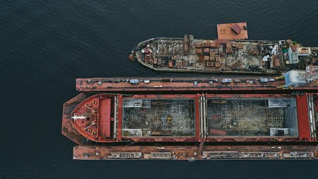 Vista aérea de um navio Foto gratuita