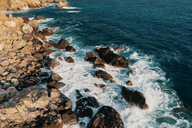 Vista aérea de uma pausa na praia Foto gratuita