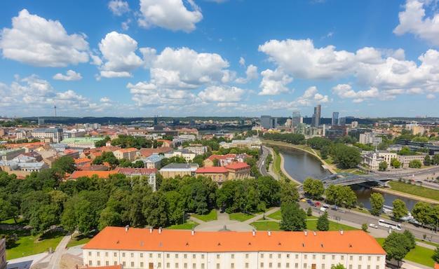 Vista aérea de vilnius com distrito financeiro Foto Premium