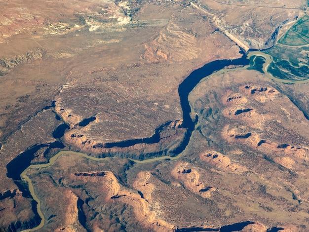 Vista aérea do rio colorado, a sudoeste de grand junction, colorado Foto gratuita
