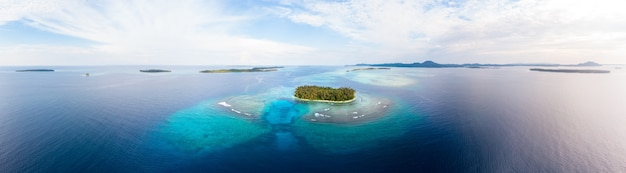 Vista aérea, ilhas banyak, sumatra, arquipélago tropical, indonésia Foto Premium