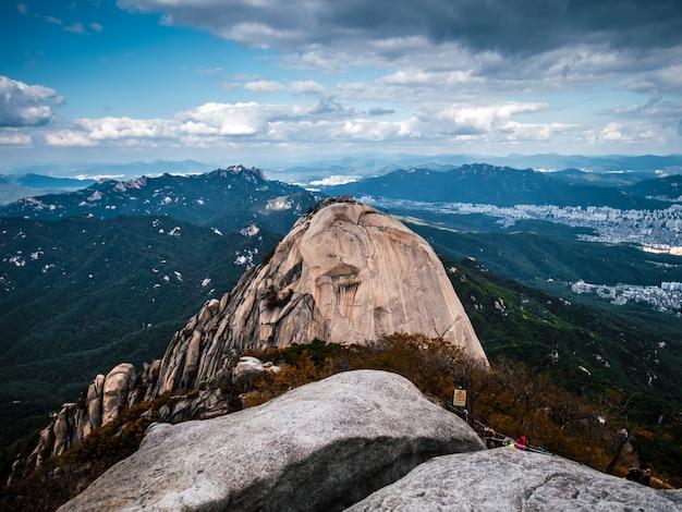 Vista aérea na grande montanha na coréia do sul Foto Premium